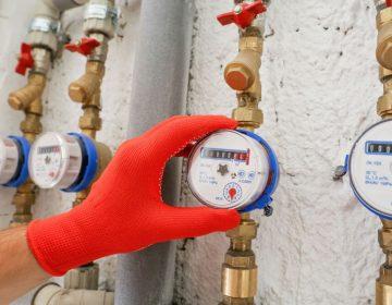 Índice de perdas de água em sistemas de distribuição e consumo médio por pessoa dia