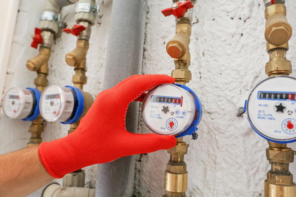 índice de perdas de água em sistemas de distribuição e o consumo médio por pessoa dia